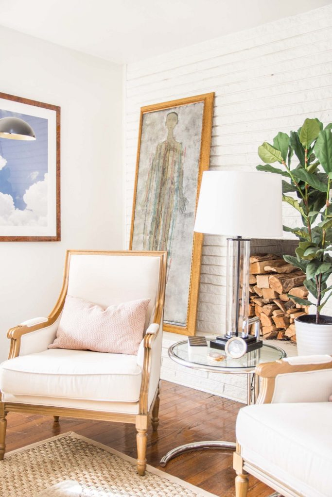 Inviting living room vignette with blush decor and fiddle leaf fig tree on Thou Swell @thouswellblog