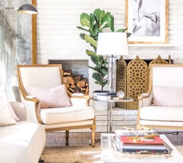 Inviting living room with blush decor on Thou Swell @thouswellblog