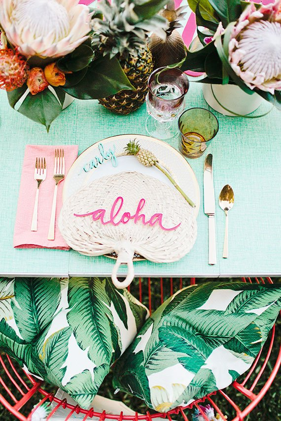 Tropical table setting party inspiration on Thou Swell @thouswellblog