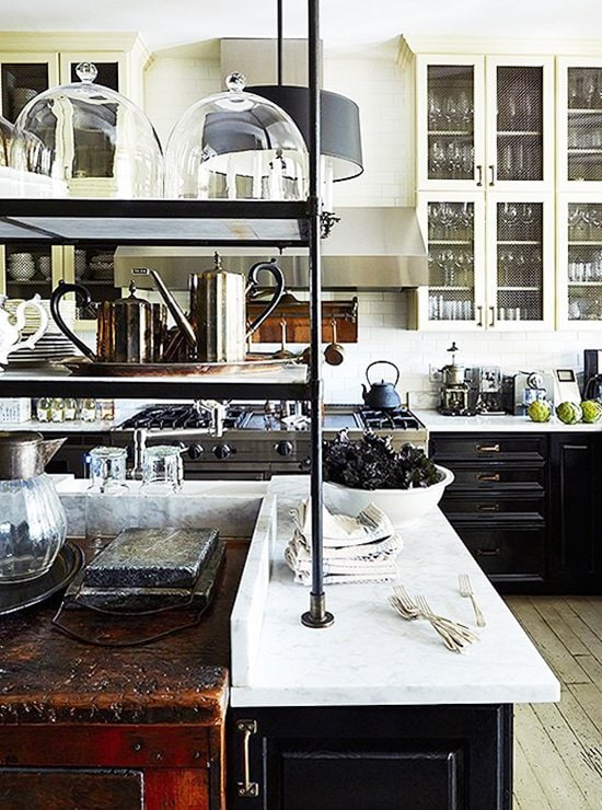 Stunning traditional kitchen in Darryl Carter's Washington, D.C. home on Thou Swell @thouswellblog