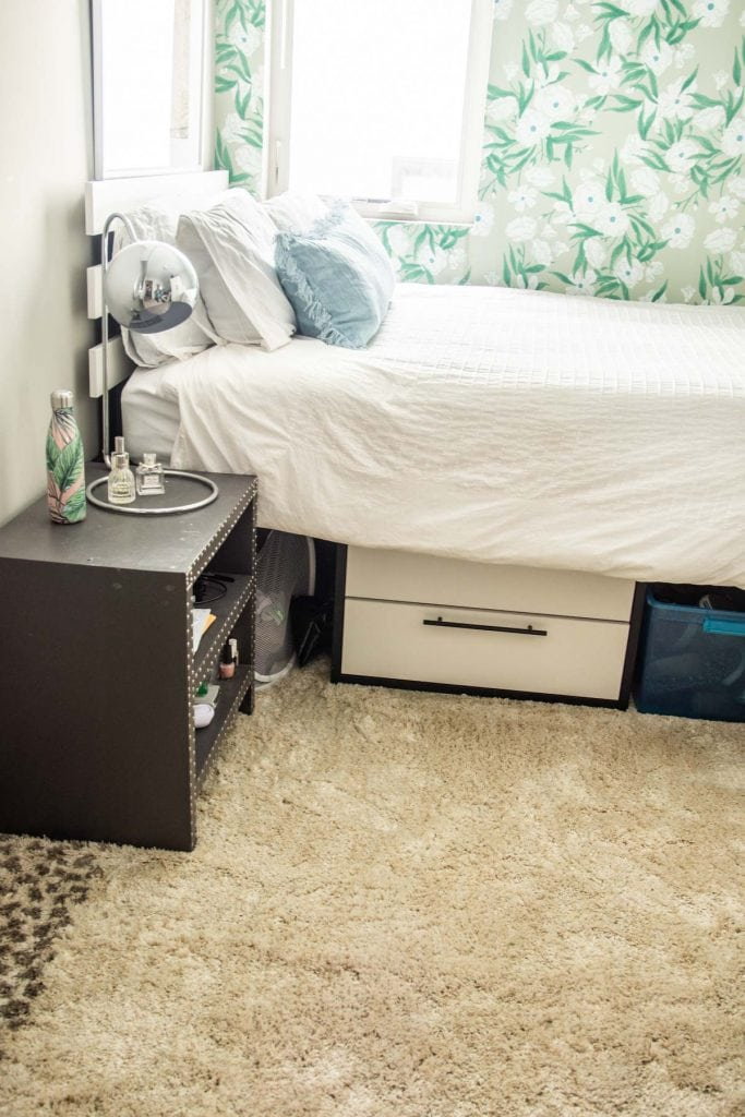 Mohawk Home Spotted Border gray area rug on Thou Swell @thouswellblog