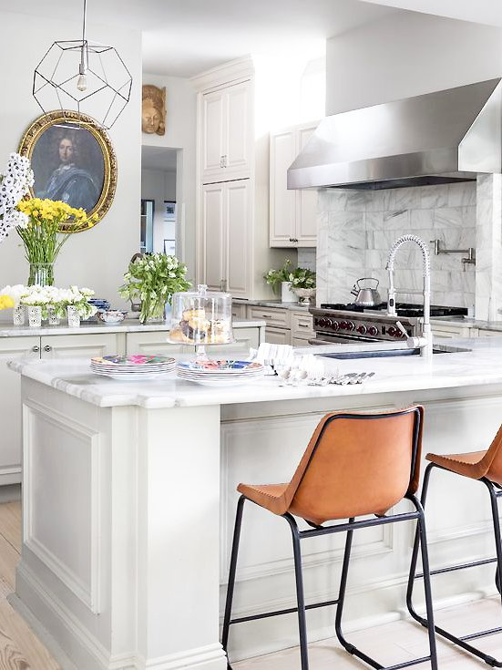 Classic traditional white marble kitchen with leather counter stools in New Orleans home tour on Thou Swell @thouswellblog