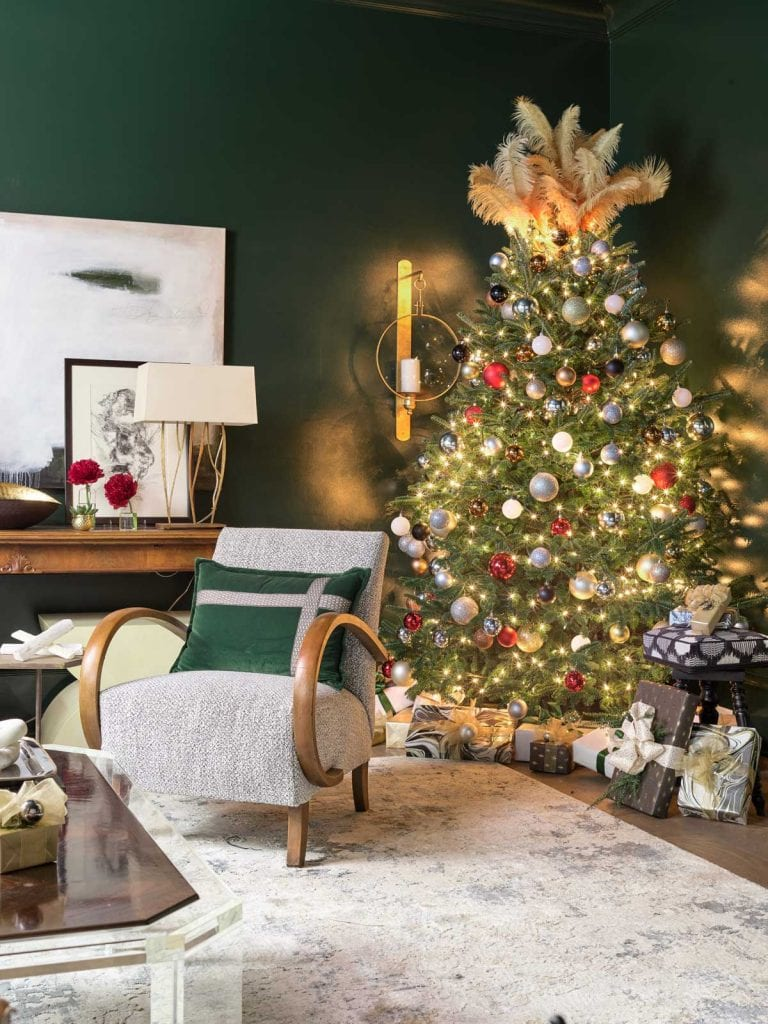 Atlanta Homes & Lifestyles Home for the Holidays showhouse with traditional Christmas decor by Montgomery Gratch on Thou Swell @thouswellblog