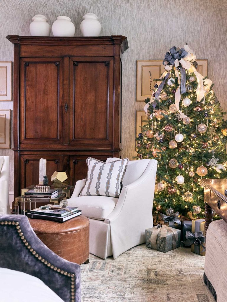 Atlanta Homes & Lifestyles Home for the Holidays showhouse with traditional Christmas decor by Jessica Bradley on Thou Swell @thouswellblog