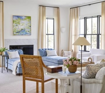 Southern living room design by Amy Berry with blue and white decor on Thou Swell @thouswellblog