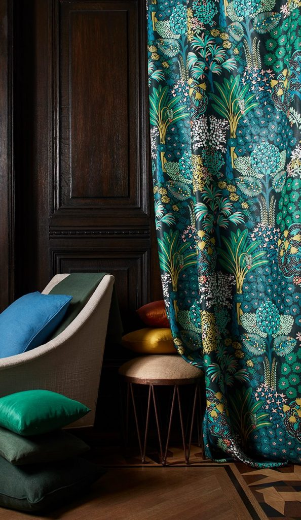 Beacon Hill by Robert Allen Design Arcadia floral fabric collection on Thou Swell #bluesofa #fabricdesign #beaconhill #robertallen