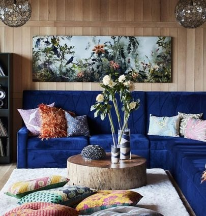 Austin home tour with dark blue velvet sectional and wooden wall paneling on Thou Swell #livingroom #livingroomdesign #austinhome #hometour