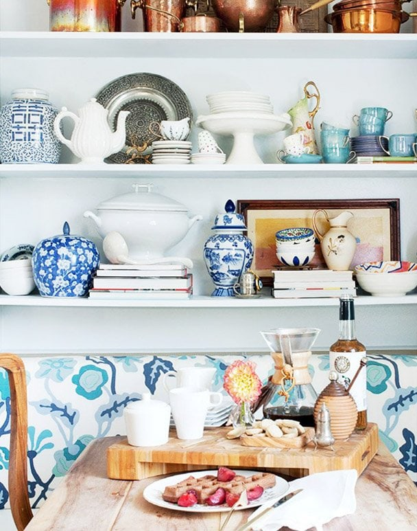 Blue and white china in a kitchen fit for entertaining on Thou Swell #blueandwhite #china #entertaining #kitchen #kitchenshelves
