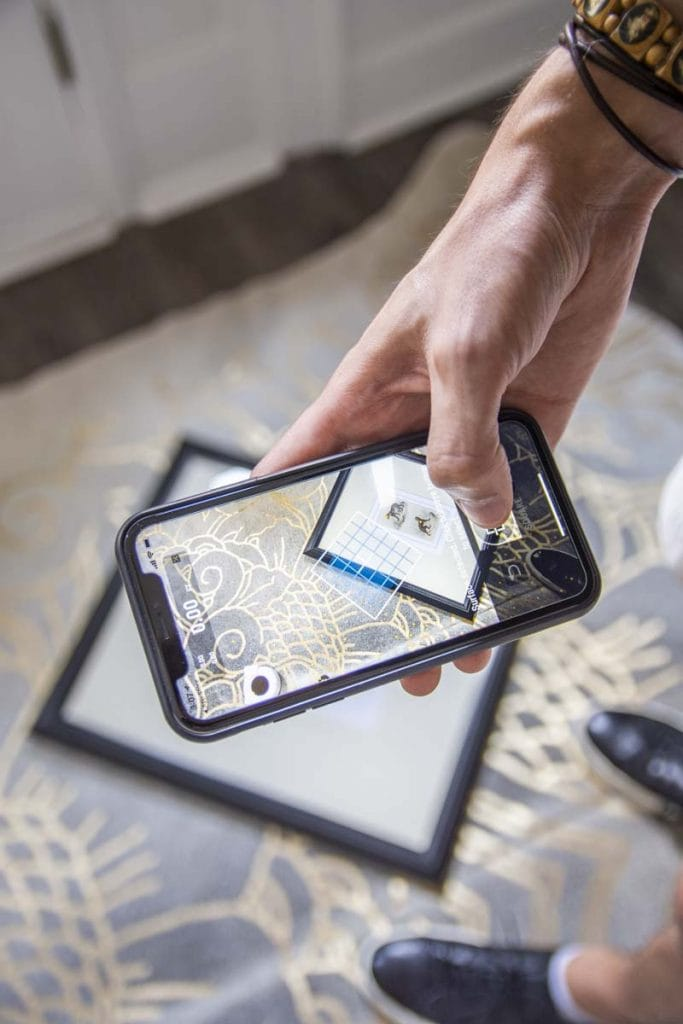 Cubit Plott smart virtual reality measuring tool for hanging gallery walls or home improvement on Thou Swell #cubit #plott #letsplott #hometech #measuring #homeimprovement #gallerywall