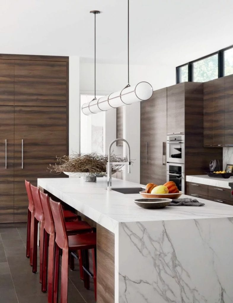 Minimalist kitchen design with red counter stools and marble waterfall island in modern Dallas home tour on Thou Swell #dallas #dallashome #hometour #homedesign #interiordesign #moderndesign #minimalist #minimaldesign #kitchen #kitchendesign #modernkitchen #modernkitchendesign #moderndesign