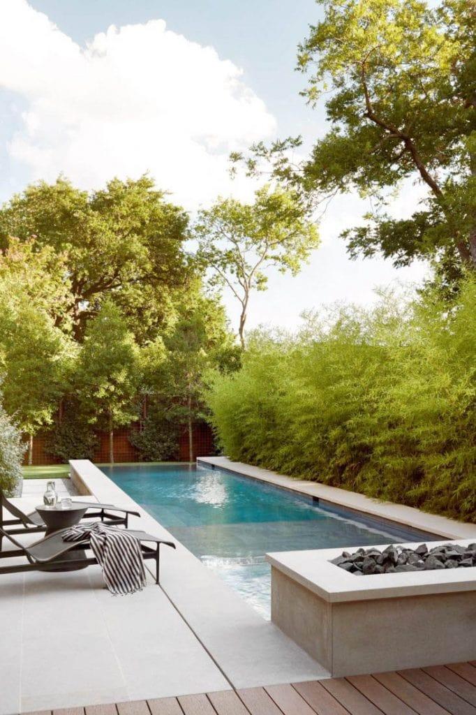 Modern outdoor swimming pool rectangular design in modern Dallas home tour on Thou Swell #dallas #dallashome #hometour #homedesign #interiordesign #moderndesign #minimalist #minimaldesign #pool #pooldesign #modernpool #landscaping #backyarddesign