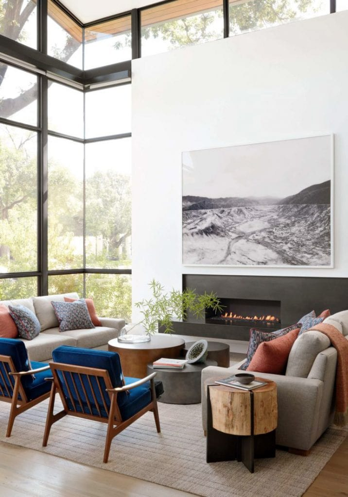 Living room with huge windows in modern Dallas home tour on Thou Swell #dallas #dallashome #hometour #homedesign #interiordesign #moderndesign #minimalist #minimaldesign #livingroom #livingroomdesign #modernlivingroom #midcenturydesign #mcm #midcenturylivingroom #midcenturyfurniture