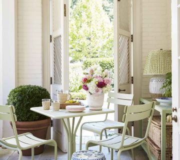 Porch table setting garden room with shutter doors on Thou Swell #porch #patio #gardenroom #garden #diningtable #tablesetting #spring #entertaining