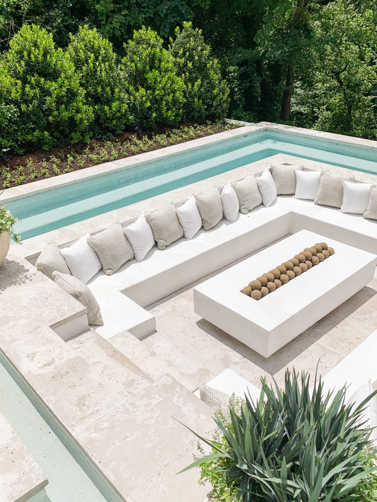 Conversation pit seating area inside pool at the Southeastern Showhouse in Atlanta on Thou Swell #showhouse #atlanta #atlantahomes #southernstyle #southerndesign #interiordesign #homedesign #design