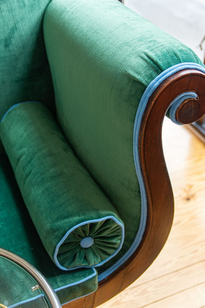 Green velvet antique chaise upholstery with Lewis & Sheron fabric store in Atlanta on Thou Swell by Kevin O'Gara #chaise #chaiselounge #greenvelvet #designerfabric #interiordesign #furniture #homedecorideas