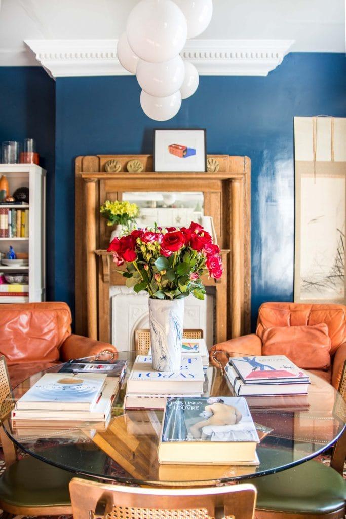 Behr Opera Glasses dark midnight blue paint color in a dining room by Kevin O'Gara #darkblue #bluepaint #midnightblue #operaglasses #behrpaint #bestnavypaint #bestbluepaint #navypaint #bluepaintideas #bluediningroom #diningroom #interiordesign