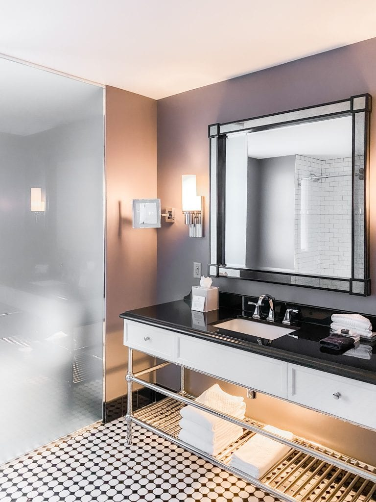 Read House Hotel bathroom in Chattanooga city guide weekend tour on Thou Swell #chattanooga #chattanoogaguide #cityguide #travelguide #travel
