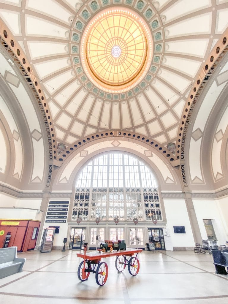 Historic train station in Chattanooga city guide weekend tour on Thou Swell #chattanooga #chattanoogaguide #cityguide #travelguide #travel #trainstation