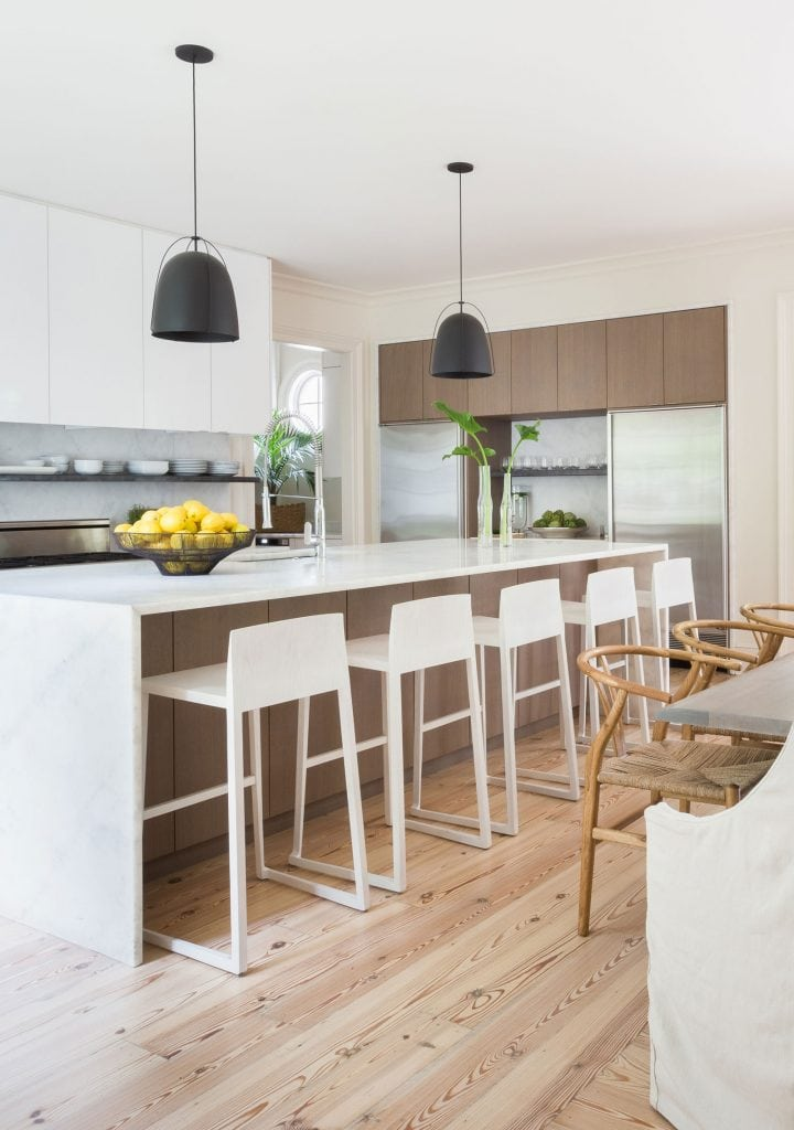 Modern kitchen renovation with bleached wood stools and waterfall island in elegant Memphis home tour on Thou Swell #hometour #housetour #traditionalhome #interiordesign #homedesign #homedecorideas #traditionaldesign #homedecor