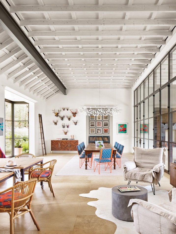 A playful lake house in Austin, Texas full of bespoke design on Thou Swell #lakehouse #austin #austinlake #texashouse #texashome #colorfuldesign #colorful #interiordesign #homedesign