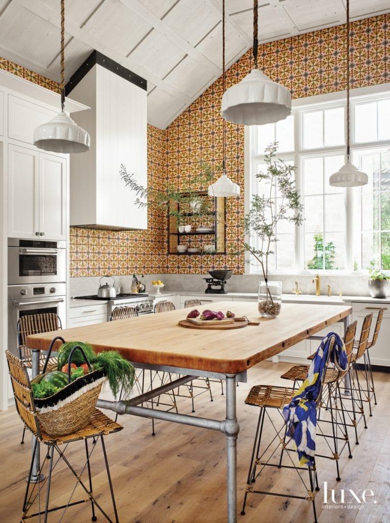 A playful lake house in Austin, Texas full of bespoke design on Thou Swell #lakehouse #austin #austinlake #texashouse #texashome #colorfuldesign #colorful #interiordesign #homedesign