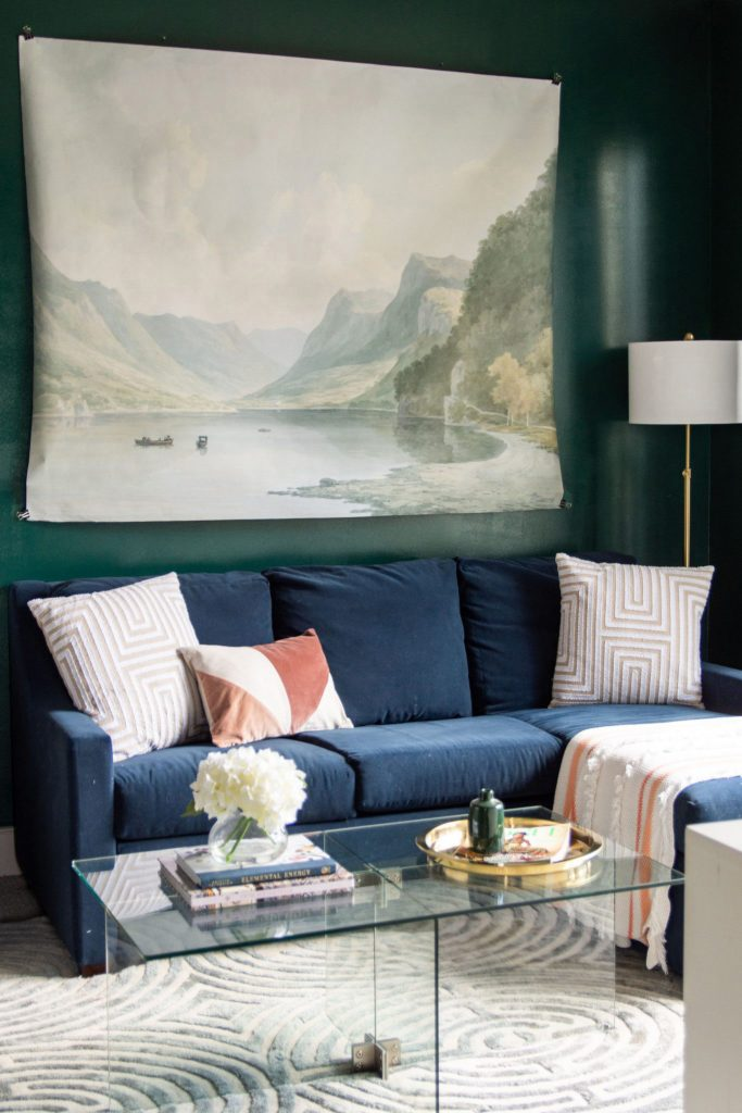 Green living room with Behr Dark Everglade dark emerald green wall paint color on Thou Swell #darkgreen #greenpaint #greenwalls #darkgreenpaint #paintcolor #paintideas #behrpaint #darkeverglade